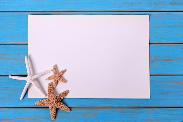 Hölzerner plattformhintergrund des alten verwitterten blauen strandes des starfish