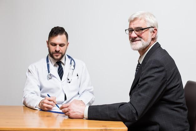 Hören haare krankenhaus sitzen patientendruck