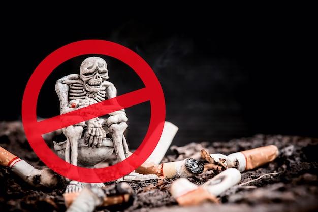 Hören sie zum weltnichtrauchertag auf zu rauchen. ungesund und kein zigarettenkonzept.