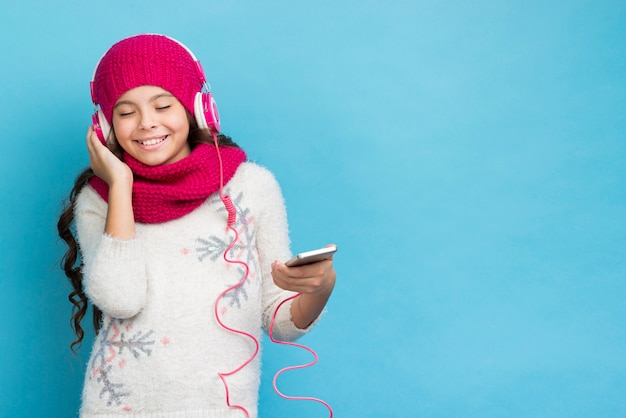 Hörendes musikmodell des exemplarplatzmädchens