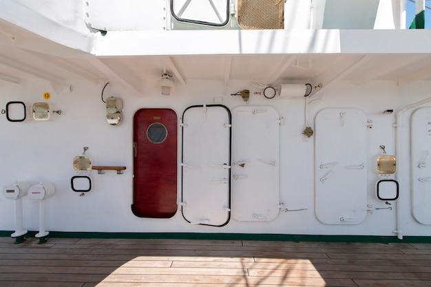 Hohe segelschifftüren