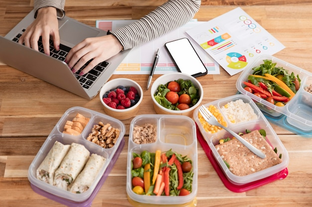 Hohe sicht vielfalt an essen und hausaufgaben