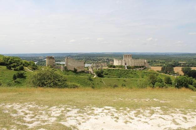 Hohe winkelansicht des chateau gaillard in frankreich