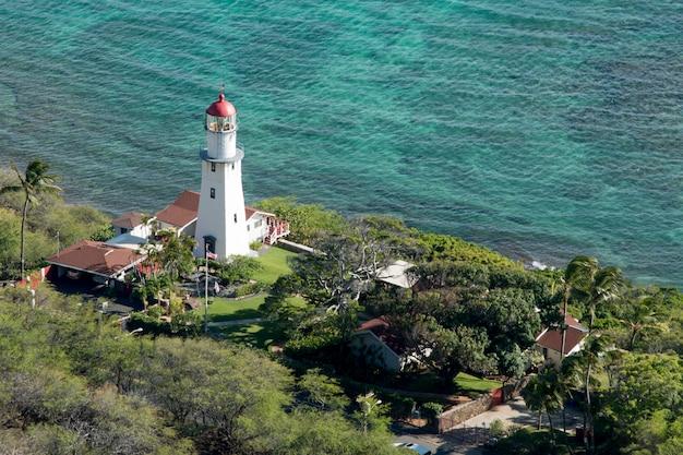 Hohe winkelsicht eines leuchtturmes angesehen von diamond head, kapahulu, st. louis, honolulu, oahu, hawai