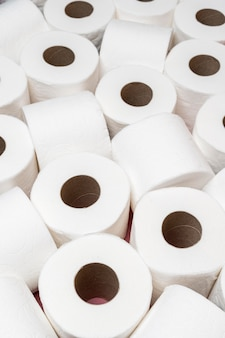 Hoher belastungswinkel der toilettenpapierrollen