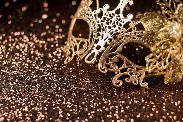 Hoher winkel der glänzenden karnevalsmaske