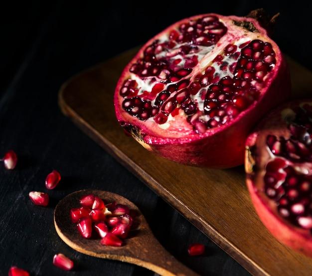 Hoher winkel der granatapfelfrucht