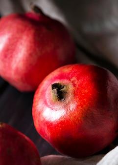 Hoher winkel der herbstgranatäpfel