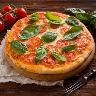 Hoher winkel des köstlichen pizza-konzepts