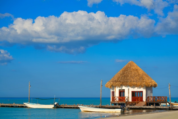 Holbox-inselpierhütte in mexiko