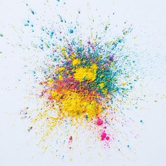 Holi farbhintergrund auf weißem hintergrund