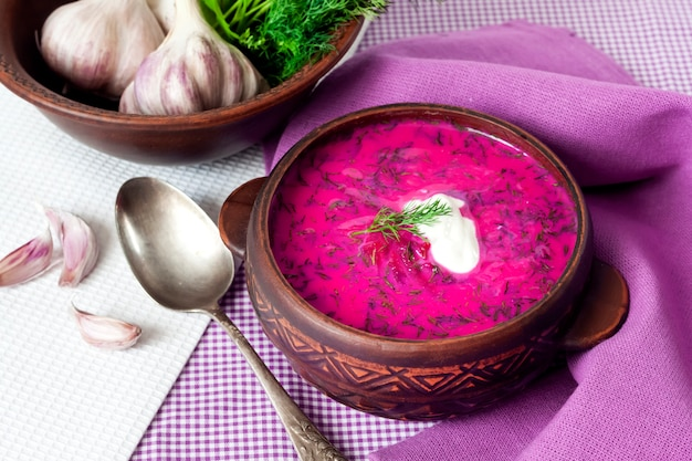 Holodnik - traditionelle litauische rote-bete-suppe