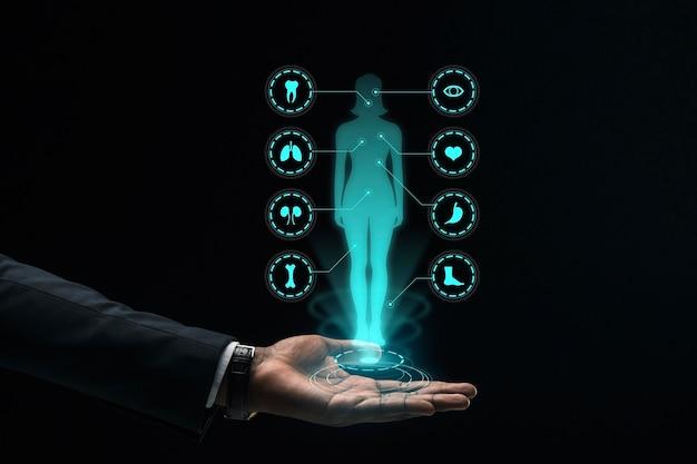 Hologramm der weiblichen silhouette in der mannhand