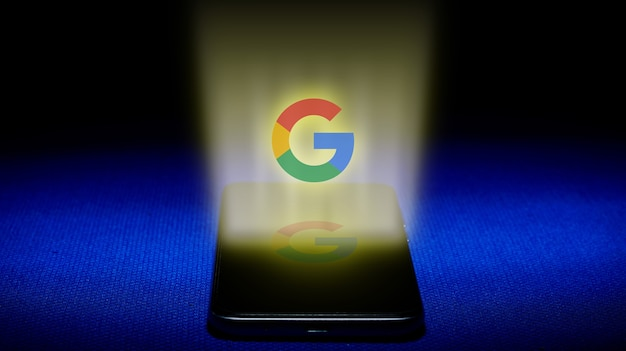 Hologramm des google-logos. hologramm google logo bild auf blauem hintergrund.
