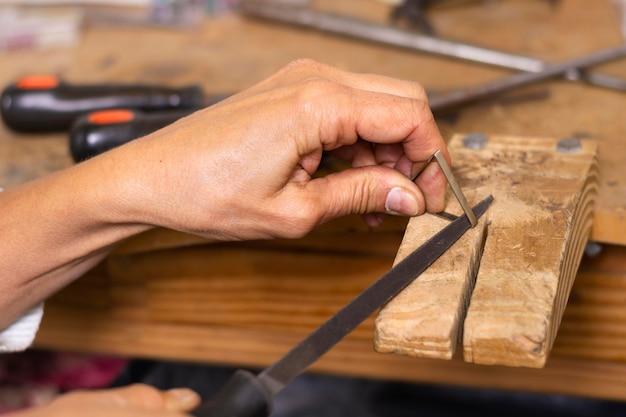 Holz für die arbeit messen