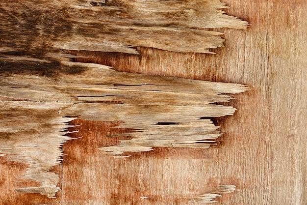 Holz hacken mit gealterter oberfläche