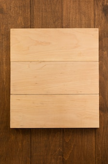 Holz plakatwand auf hölzernem hintergrund