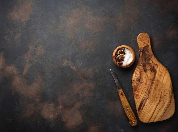 Holz schneidebrett und messer