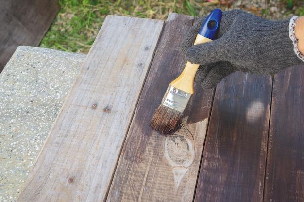 Holz streichen