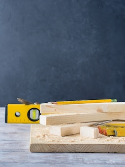 Holz und werkzeuge zum messen des schneidniveaus