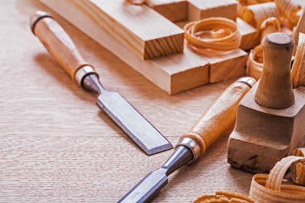 Holzarbeiter flugzeug und meißel