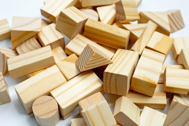 Holzbausteine.