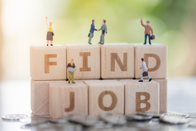 Holzblockwort job finden und geschäftsmann