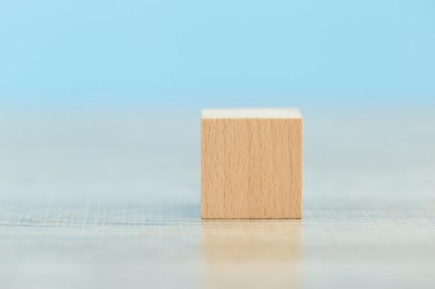 Holzblöcke in schritte stapeln, konzept des geschäftswachstumserfolgs