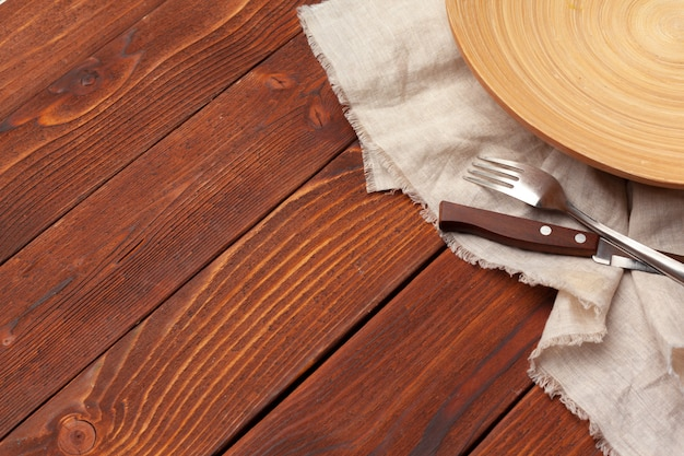 Holzbrett stehen auf tischdecke