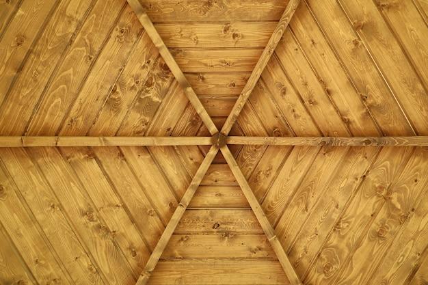 Holzdecke oberfläche laube in form von strahlenmuster flach gelegt