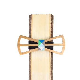 Holzfliege auf weißem hintergrund