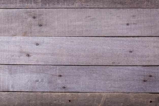 Holzgraue maserung, dunkler wandhintergrund, draufsicht des holztischs