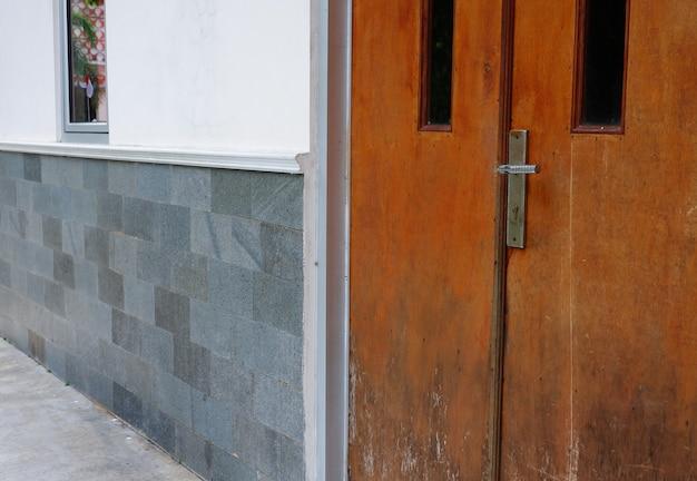Holzhausfenster und haustüren