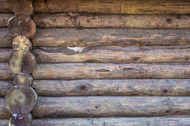 Holzhintergrund. alte holzwand eines rustikalen hauses mit beschaffenheit
