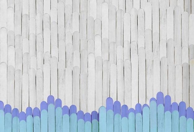 Holzhintergrund vom eis am stiel in grauer und blauer farbe