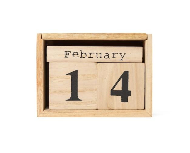 Holzkalender mit datum 14. februar lokalisiert auf weißem hintergrund, feiertags-valentinstag