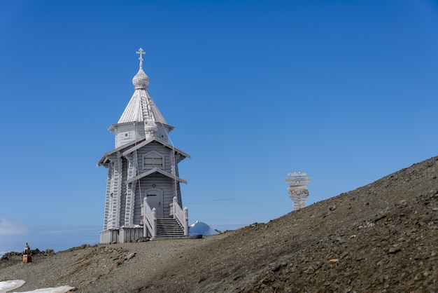 Holzkirche in der antarktis auf der russischen antarktisforschungsstation bellingshausen