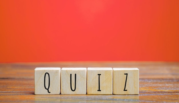 Holzklötze mit dem wort quiz.