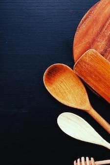 Holzkochgerät auf küchentheke