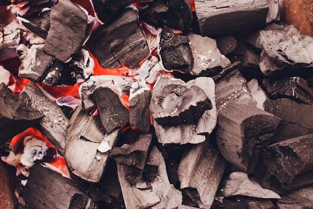 Holzkohlebriketts für den grill.