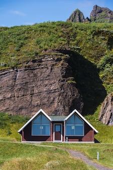 Holzkonstruktionen eines campingplatzes in island