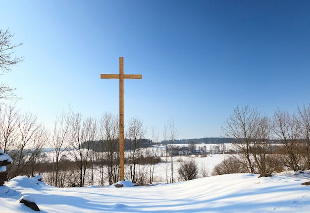 Holzkreuze auf dem land. christentum