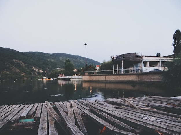 Holzsteg am bulgarischen see