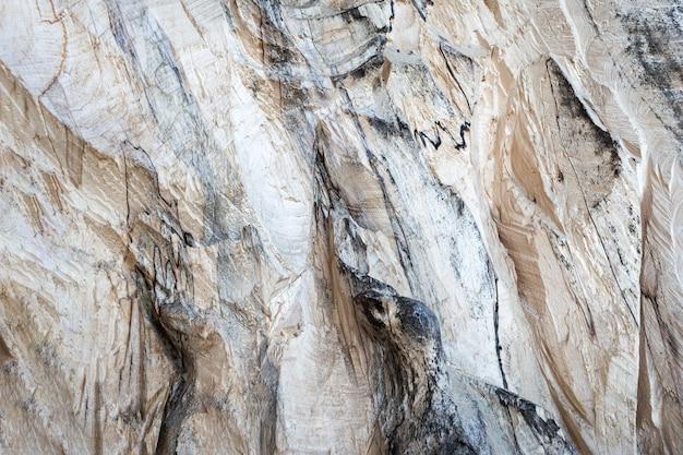 Holzstruktur mit unebenem beigem relief. konzept hintergrund, textur.
