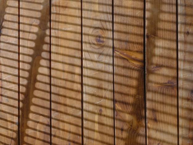 Holzstruktur und licht von jalousien