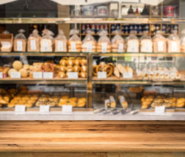 Holztheke mit unscharfem hintergrund der bäckerei