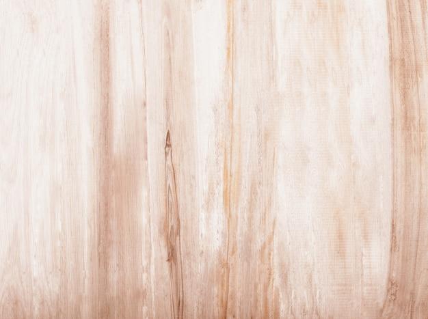 Holztischplatte auf weißem hintergrund.