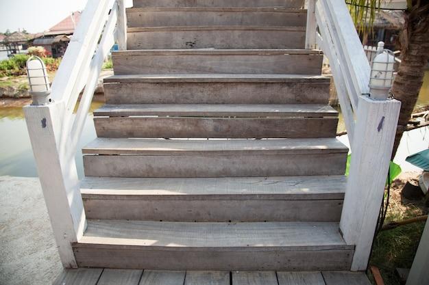 Holztreppe.