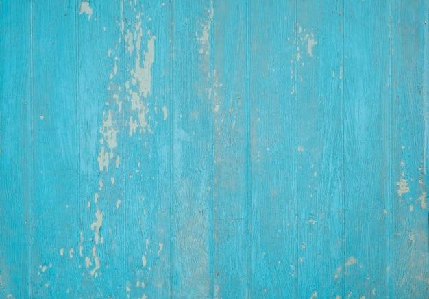 Holzwand blau verwittert gestrichen