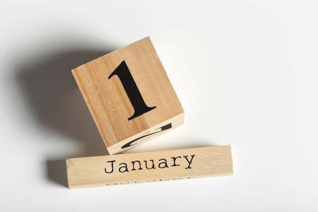 Holzwürfel mit datum 1. januar